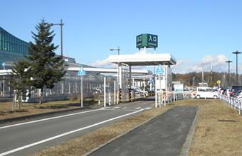 入口ゲート(南口)